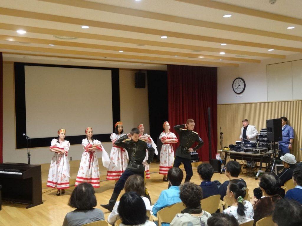 «Катюшу» и «Миллион алых роз» исполнили на японском языке невельские школьники во время выступлений в Японии.