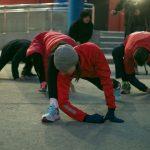 Спортивная акция «Бегущие огни» в Южно-Сахалинске собрала более 100 участников.
