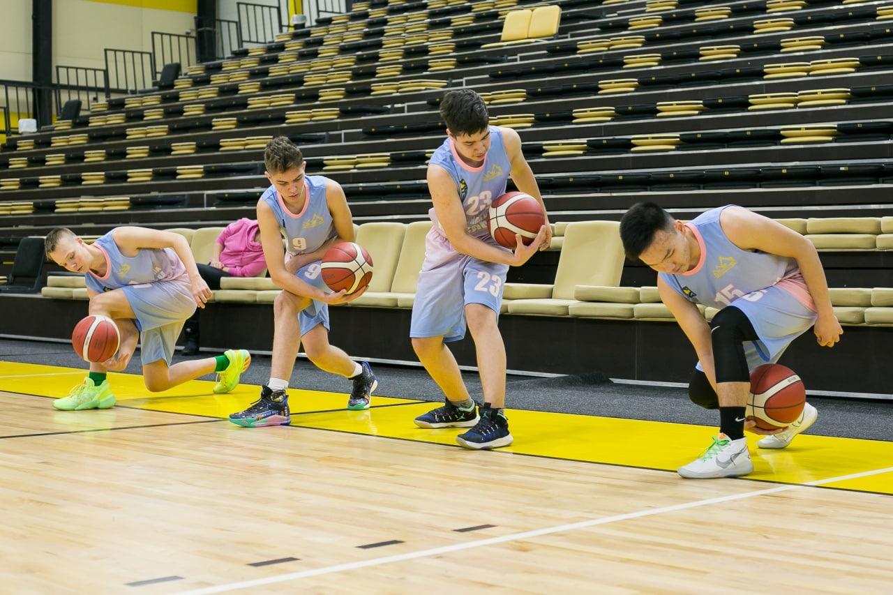 Мастер-класс для юных баскетболистов из Невельска